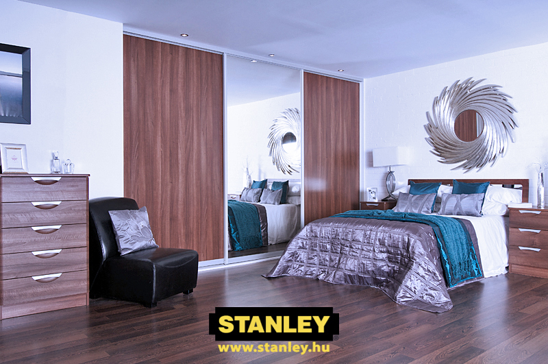 Gardróbszekrény fautánzatú bútorlapos és ezüst tükrös Stanley tolóajtóval