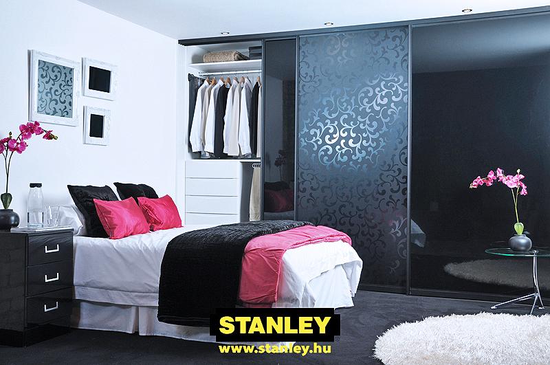 Gardróbszekrény savmartmintás fekete üveges Stanley tolóajtóval