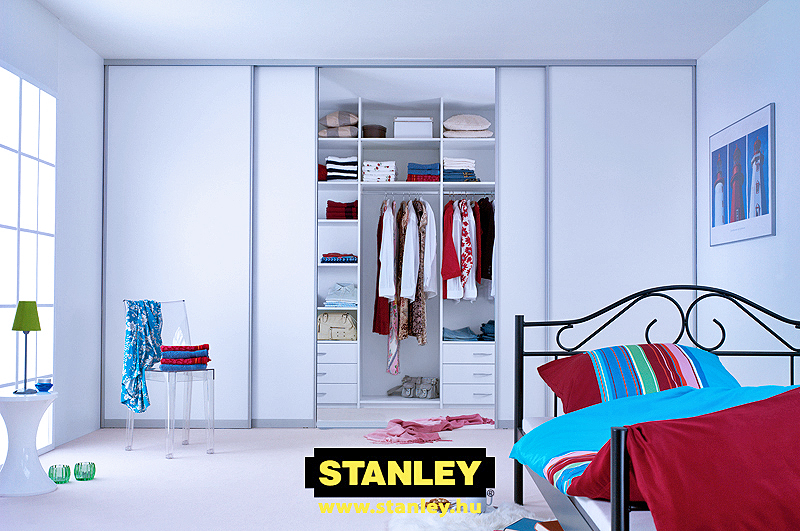 Beépített szekrény fehér bútorlapos Stanley tolóajtóval 5