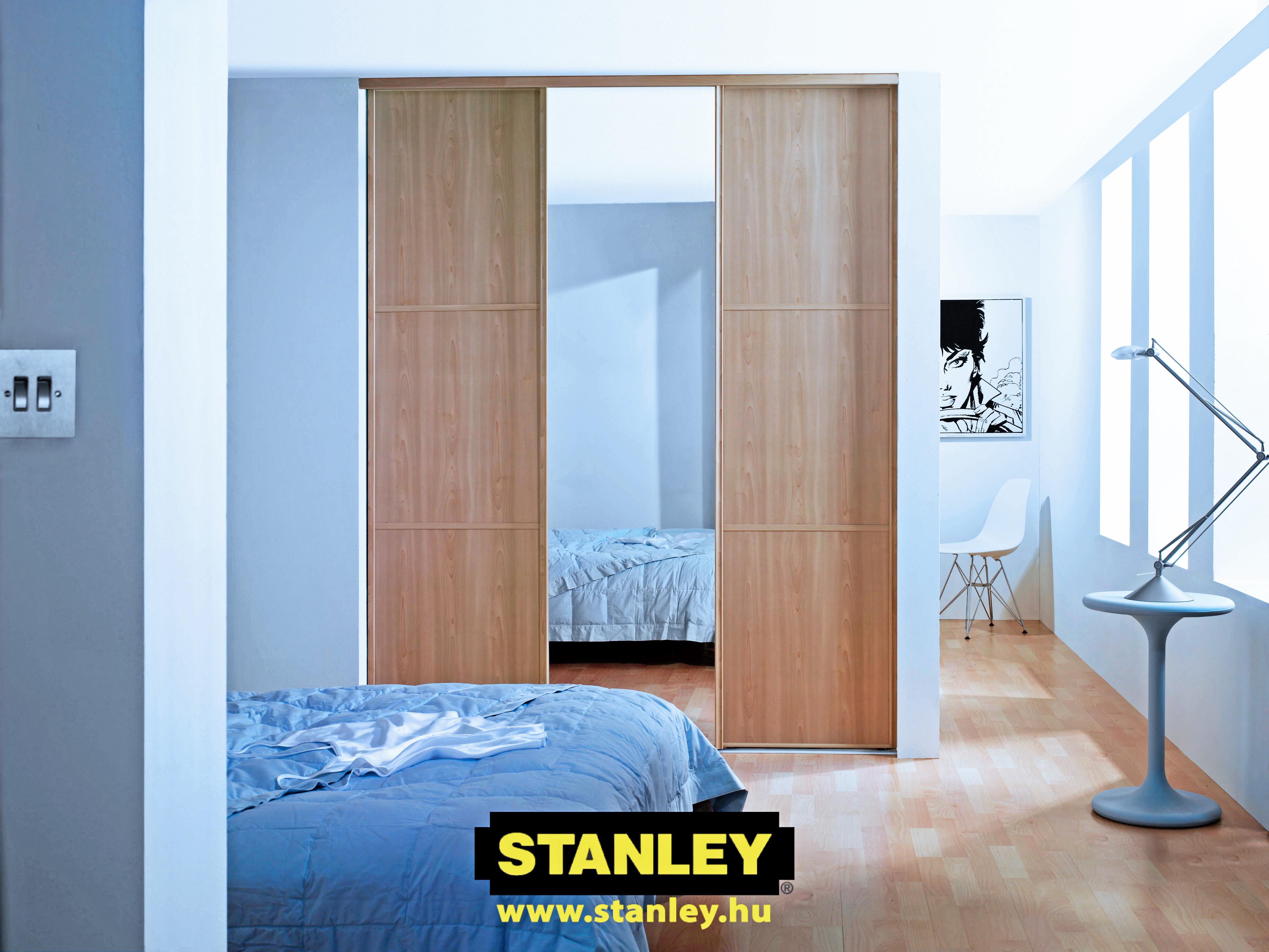 Beépített szekrény bútorlapos és tükrös Stanley tolóajtóval