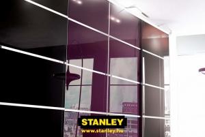 Beépített szekrény lila és fekete üveges Minimalist tolóajtóval, három osztással - Stanley