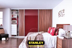 Gardróbszekrény fautánzatú bútorlapos és  bordó üveges Stanley tolóajtóval