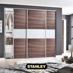 Beépített szekrény fautánzatú bútorlap és tejüveg osztott Stanley tolóajtóval 9