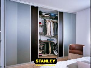 Gardróbszekrény bútorlap és savmart üveg Stanley tolóajtóval
