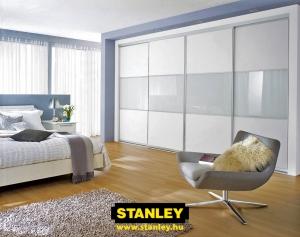 Beépített szekrény osztott fehér bútorlap és tejüveg Stanley alumínium keretes tolóajtókkal 2