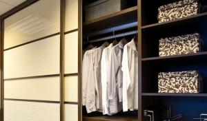 Tolóajtós szekrény belső kialakítás