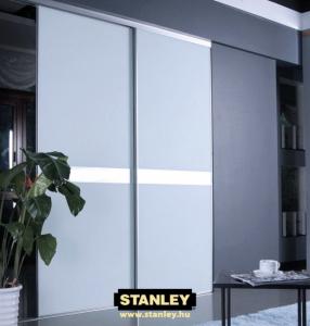Beépített szekrény egyszínű bútorlapos Stanley tolóajtóval