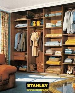 Tolóajtós szekrény belső elrendezése bútorlapos kialakítással - Stanley 7
