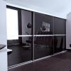 Beépített szekrény fekete üveges Minimalist tolóajtóval