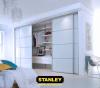 Beépített szekrény fehér üveges tolóajtóval, álosztással