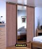 Gardróbszekrény fautánzatú bútorlap és tükör Stanley tolóajtóval 14